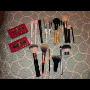 Brush and Eyelash Set